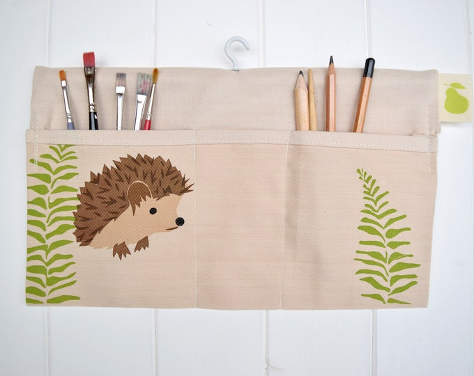 Hanging storage bag in organic cotton with fern and hedgehog. Desk tidy / organiser. Car caddy.