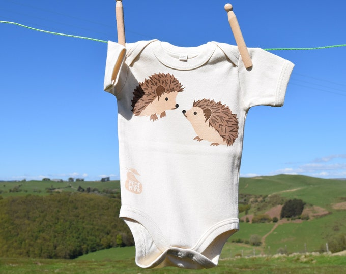 PearPrint baby bodysuit in organic cotton with hedgehogs. Baby one-piece. Baby boy or baby girl gift.