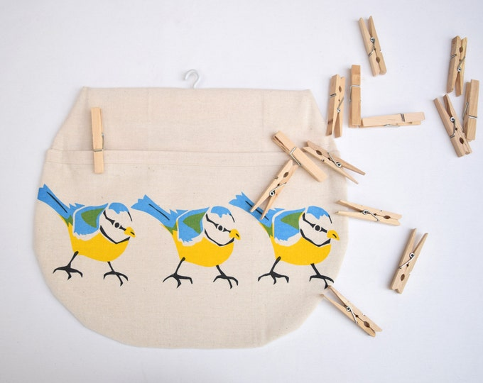 Peg bag in organic cotton with 3 birds. Hand printed bluetits design. Clothes pin bag.