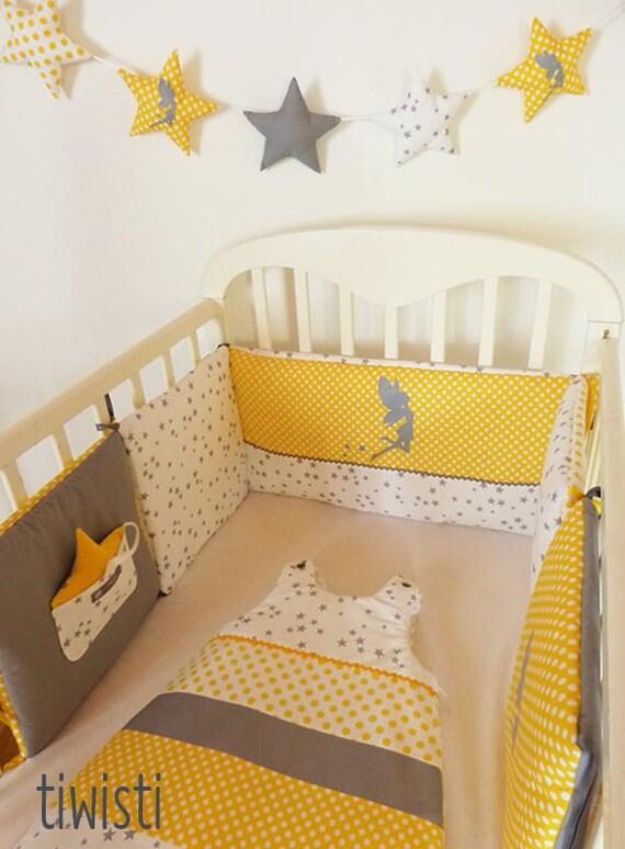 Ensemble déco pour chambre de bébé jaune et gris motif fée : tour de lit  coussins modulable et gigoteuse 0-6 mois ,jaune, gris, blanc,
