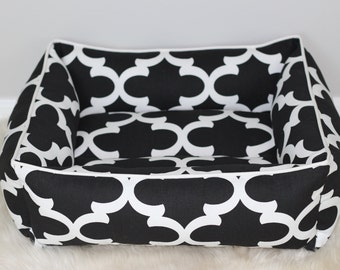 Reversible dog or cat bed. Made for your best friend. Style: Premier Print Black Flynn