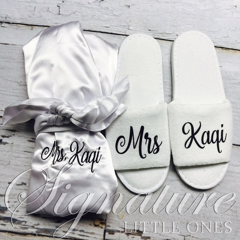 33bdd6555a Personalized Slippers Custom Slippers Matching Bride Robe | Etsy