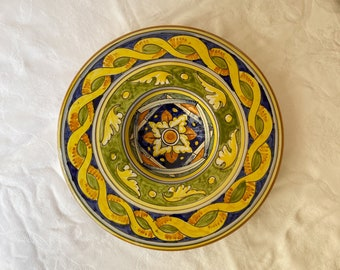 "Plate ""Priest's hat"" Ø 32 cm • Geometric decoration • Handmade in Montelupo, Italy"
