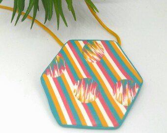 Pendant geometric hexagonal style boho with lines and discs, jewelry in polymer clay, necklace multicolor lines and Ikat, statement necklace