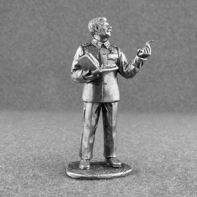 Stalin with Book 1/32 Scale World War 2 Toy Soldiers Historical 54mm Metal  Miniature Action Figure Unpainted Statuette Model