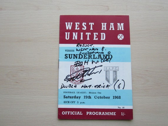1968 SIGNED Geoff Hurst West Ham United v Sunderland Football League Programme. Ideal Christmas Gift, Fathers Day, Birthday Present