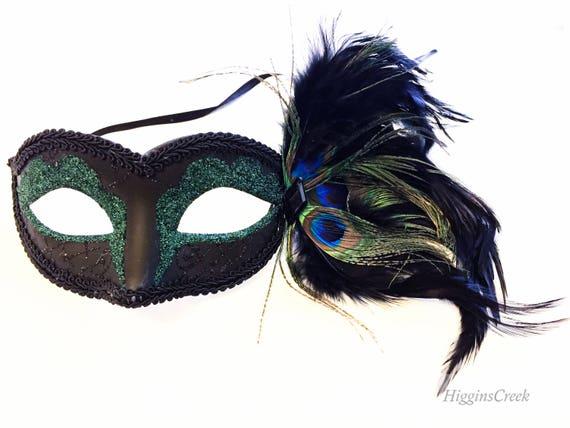 foto de Emerald Green Masquerade feather Mask Masquerade Dark