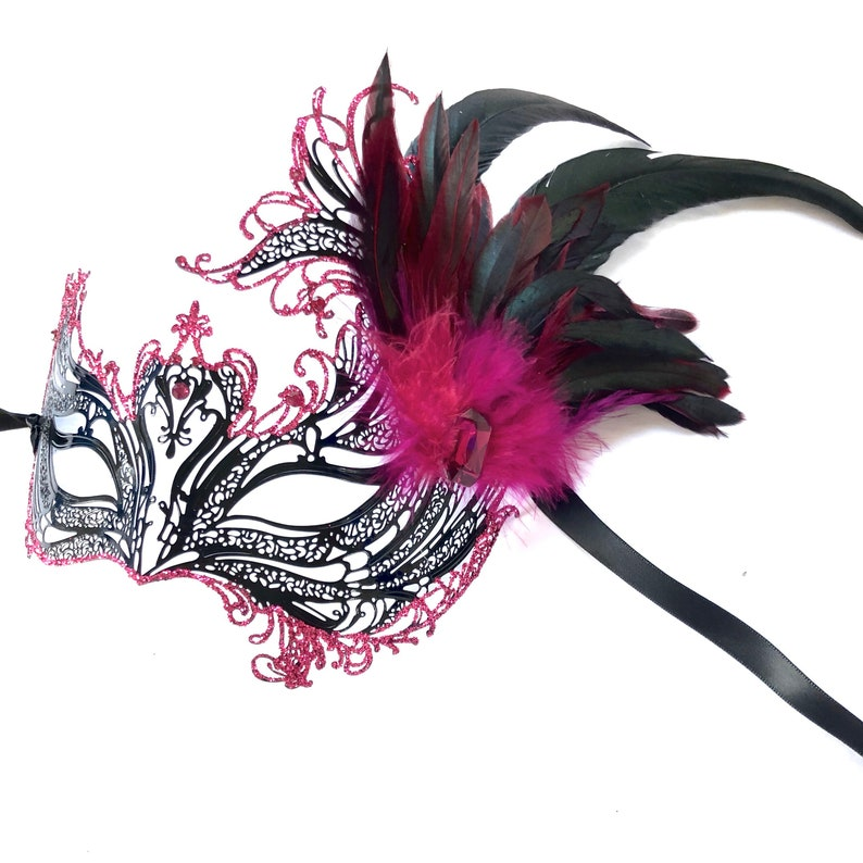 Fuchsia Pink Masquerade mask woman magenta pink feather image 0