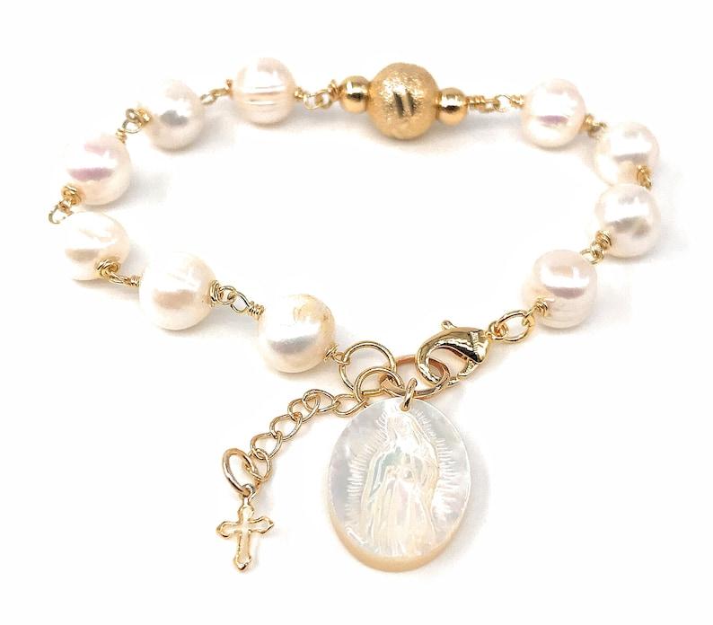 0fa0e414f674 Virgen de Guadalupe Pulsera de perlas Dije de madre perla