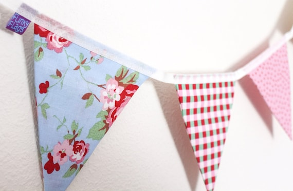 DOUBLE SIDED Boy/'s dinosaur fabric and blue gingham LAURA ASHLEY BUNTING