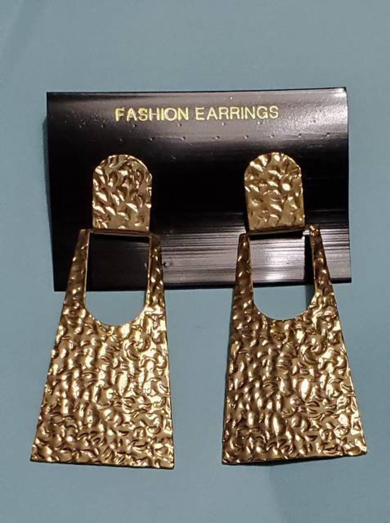 Vintage 1980s 1990s Large Modernist Runway 3 GOLD Tone CRINKLED Doorknocker Earrings NOS