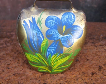 Italian Alps Dinner Cowbell. 1970s Courmayeur Mont Blanc Italy goats bell. Excellent sound. Blue flowerldecoupage. Small novelty call to eat