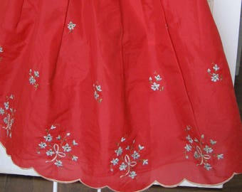1950s Red Petticoat, embroidered blue flowers, taffeta, net tulle under skirt half slip lingerie 14/16. Crinkle crinoline. Rockabilly pin up