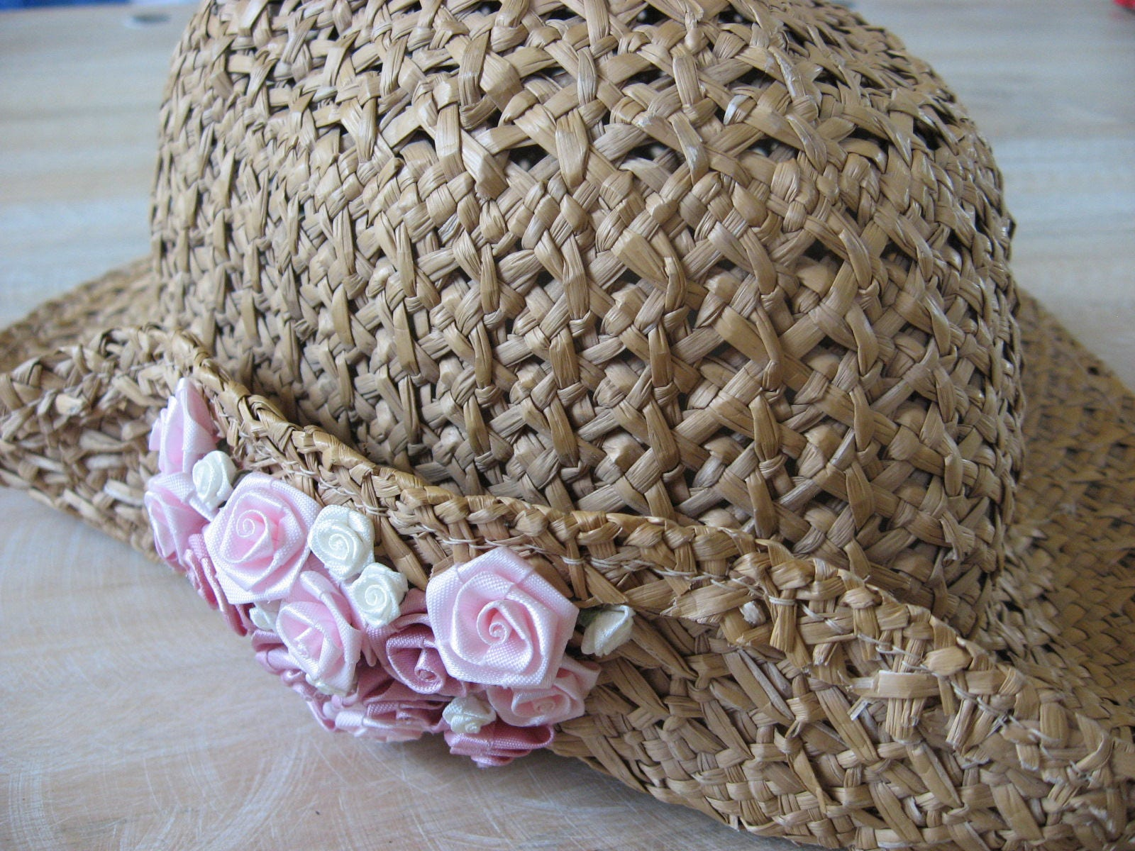 098994cc7 Vintage straw hat with pink roses, perfect for spring or summer. Pretty 80s  floral sun bonnet.