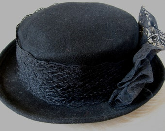 Kathy Jeanne Black Hat, wool with lace ribbon, fancy and hatpin. Made in New Jersey USA late 1980s. American quality, traditional millinery.
