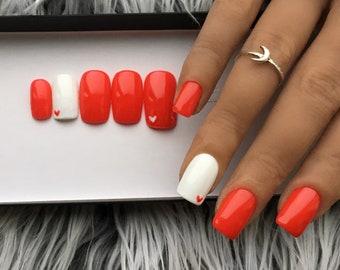 Hand Bemalt Falsche Nagel Von Crystalnailboutique Auf Etsy