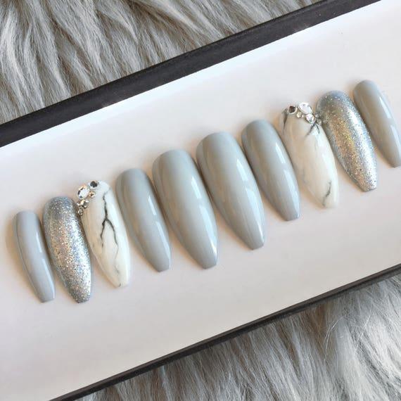 Marbre gris, appuyer sur ongles • clous de cercueil •Fake • faux ongles • bâton sur les ongles • peinte à la main ongles • Stiletto ongles faux ongles