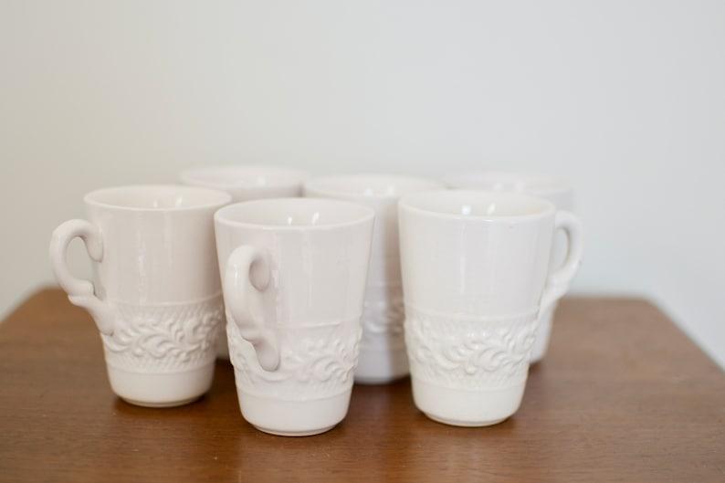 Vintage Dorthy Thorpe Mugs Six White Ceramic Coffee Cups Mid image 0