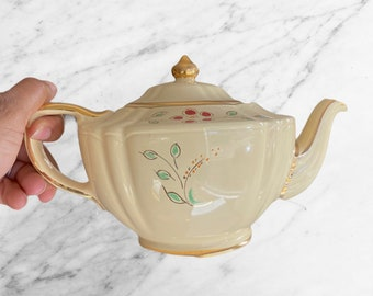 Vintage Pastel Yellow Sadler 4 cup Tea pot Made in England #2737, For Loose Leaf Tea or Tea Bags, Great Gift