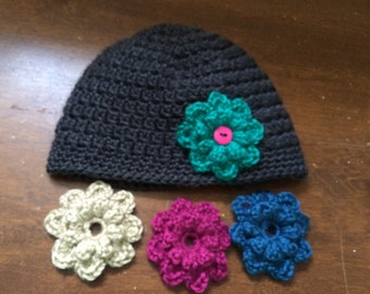 Crocheted beanie with interchangeable flower appliqués