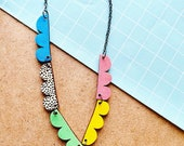 Arch shape with dot pattern necklace