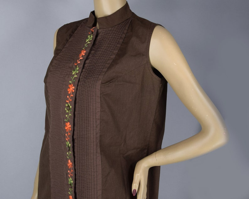 Chocolate Brown Vintage 70s Sleeveless Shift Dress with Embroidered Flowers M L
