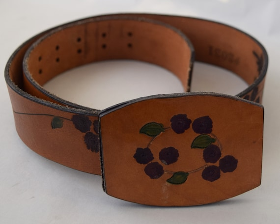 Floral Vintage 70s Tooled Leather Belt 33 to 37 Wa