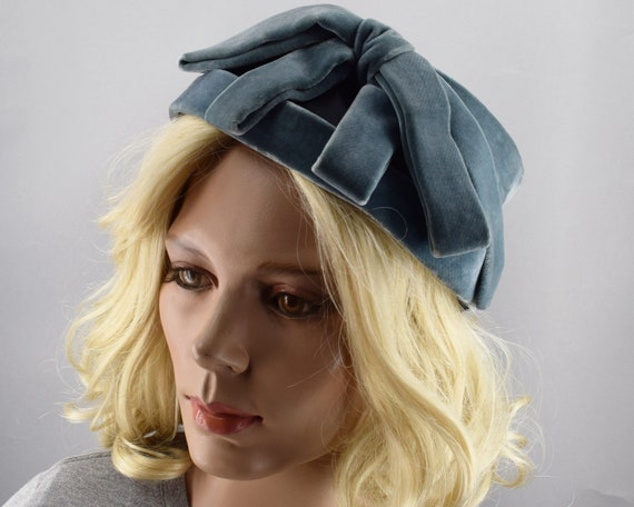 Soft Blue Gray Velvet & Satin Vintage 50s Cloche … - image 3