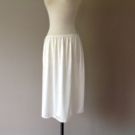 Vanity Fair Ivory A-line Nylon Half Slip Size Large 30 Inches #11-711