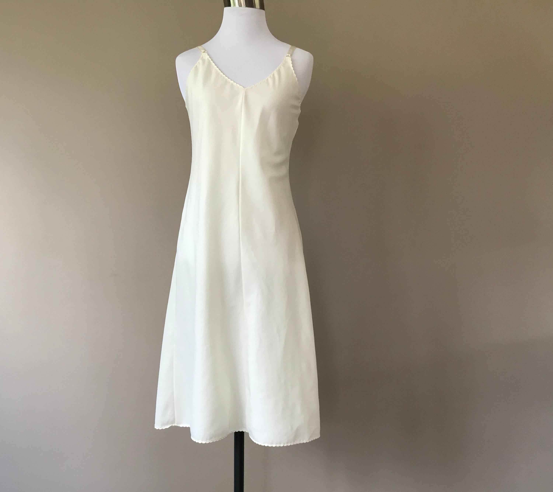 fb1914480e1 34   70 s Full Slip   Dress   Cream   Vintage Shapewear
