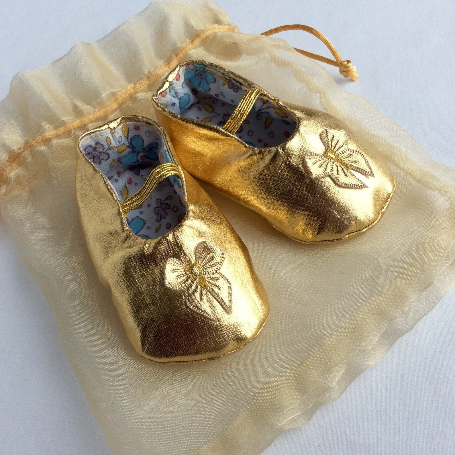 newborn baby girl shoes,gold baby shoes,baby wedding clothes,special occasion baby clothes,baby ballet slippers,baby showergift,