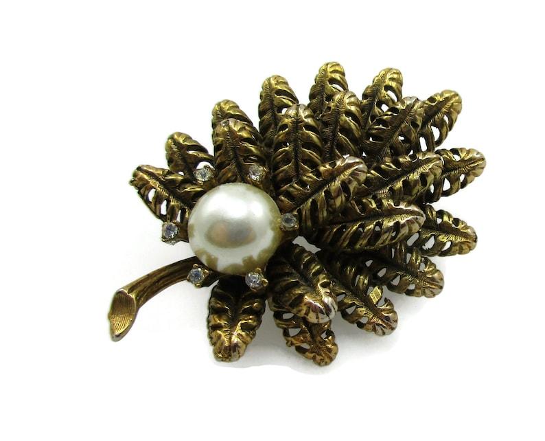 Gold Tone Faux Pearl Rhinestone  Brooch Pin Gold Vintage Costume Fashion Jewelry Designer Shawl Scarf Pin