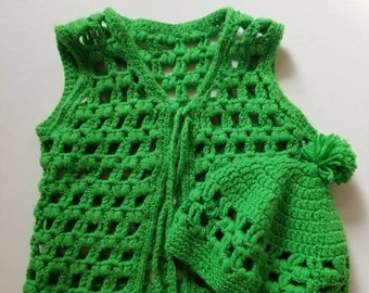 Vintage 1970s crochet kids vest and hat. Approx size 4