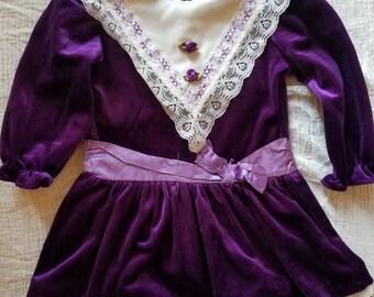 Vintage velvet toddler dress. Approx size 2