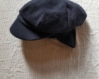 Vintage felt childrens hat. Approx size 3/4