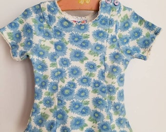 Vintage floral accented top. Approx size 3/4