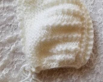 Vintage baby bonnet. Approx size 9-12 months