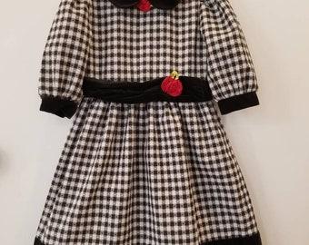 Vintage dress. Approx size 7