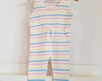 Vintage machine knit pastel colored jumper. Approx size 3-6 months