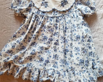 Vintage floral toddler dress. Approx size 2