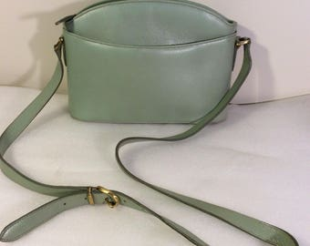 47cbf699db Vintage Classic Coach leather bag