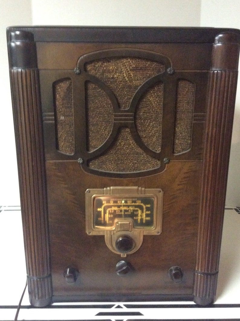 Antique RCA Victor Tombstone Radio Model 6T Vintage 1936