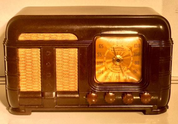Antique Fada AM FM Radio Model 790 Bakelite