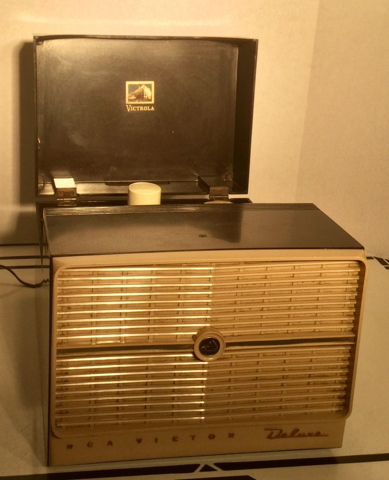 Vintage 1950's RCA Victor Deluxe model 8-EY-4FK 45 RPM Record Player - Play  your 45 rpm records now!