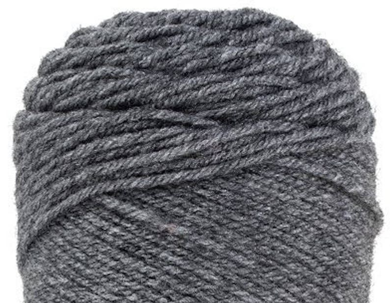 GREY HEATHER Red Heart Super Saver A grey yarn with lighter grey accents 100/% Acrylic Worsted Weight yarn in an economical size 5oz ball