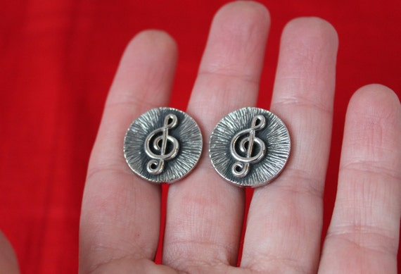 Cuff buttons Treble clef sheet music