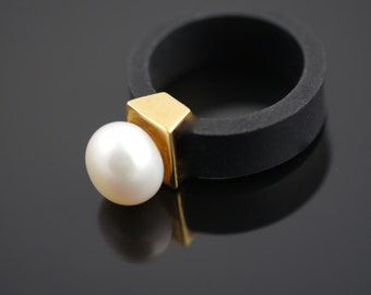 Freshwater Pearl Ring 9ct Solid Yellow Gold on Neoprene Band