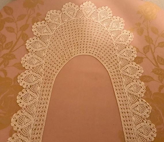 Beautiful Vintage Long Lace Collar - image 8