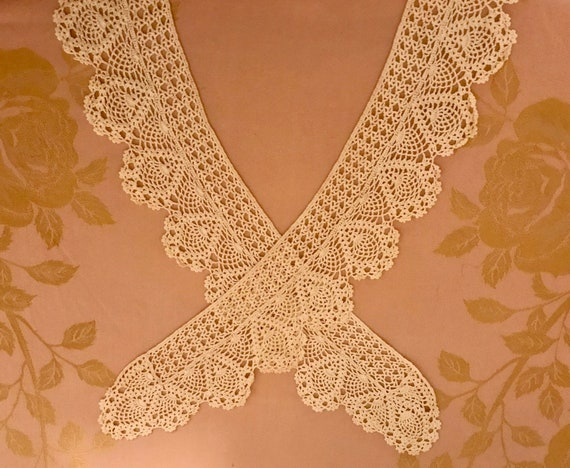 Beautiful Vintage Long Lace Collar - image 10