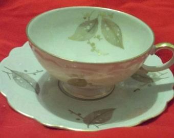 Tasse en porcelaine zeh Scherzer Bavière Allemagne & soucoupe dans un modèle de feuille d'or avec or Trim